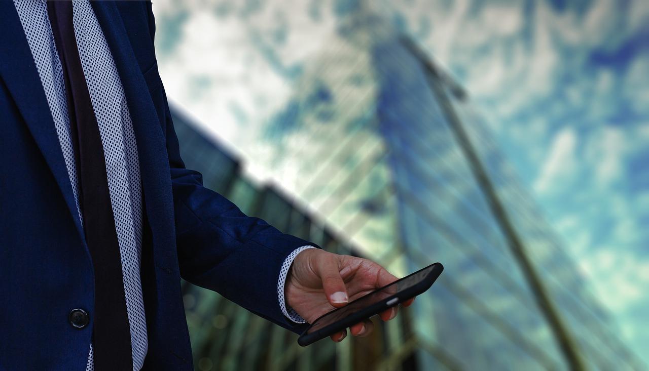 Businessman Phone Skyscraper Office  - geralt / Pixabay